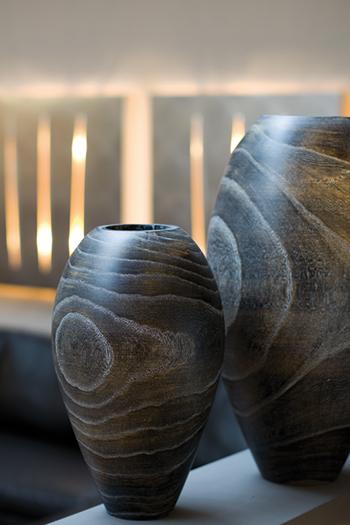 massives Holzgefäß mit Klarlack Veredelung