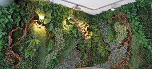 Forest Wall mit textilen Pflanzen und Moos